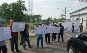 Warga Surabaya Demo Tolak Rencana Pemkot Jadikan GOR Dan SD Tempat Isolasi Covid-19