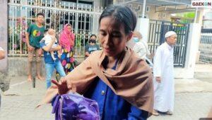 Viral, Ibu-Ibu Di Kota Makassar Ini Wajahnya Mirip Presiden Jokowi
