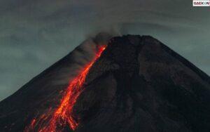 Status Merapi Siaga, Sampai Pagi Tadi Luncurkan 2 Kali Guguran Lava Pijar Sejauh 2.000 Meter