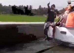 Menepi Hendak Cuci Karpet, Mobil Ini Terperosok Hanyut Di Irigasi Peninggalan Belanda