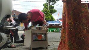 Viral, Penjual Agar-Agar Di Garut Hanya Punya Rp 5 Ribu Untuk Beli Nasi Padang