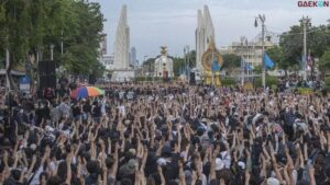 Tuntut Perdana Menteri Prayuth Mundur, Rakyat Thailand Konvoi Di Jalan Bunyikan Klakson Hingga Beri Salam Tiga Jari