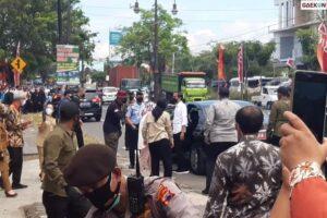 Bawa Poster 'Pak Tolong Benahi KPK' Saat Kunjungan Jokowi, 10 Mahasiswa UNS Ditangkap Aparat