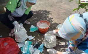 Bank Sampah Banyuwangi Sulap Limbah Masker Jadi Pot Bunga Cantik