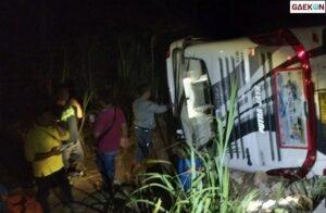 Hindari Pick Up Parkir, Bus Rombongan RSUD Semarang Ini Terguling Masuk Ke Ladang