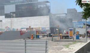 Kebakaran Kafe Di Surabaya, Sejumlah Petugas PMK Padamkan Api
