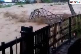 Banjir Bandang Bogor, 50 Orang Terisolasi Lantaran Jembatan Terbawa Arus