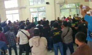 Tak Mau Divaksin, Para Pedagang Ikan Di Aceh Usir Tim Vaksinasi Hingga Semua Barang Petugas Berhamburan