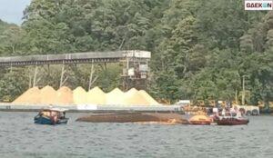 Terkena Angin Kencang, Kapal Milik Kemenkumham Terbalik Di Pulau Nusakambangan