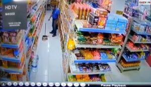 Bikin Ngakak, Karyawan Minimarket Ini Bingung Nyari Sapunya Yang Mendadak Hilang