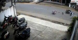 Tak Hati-Hati, 2 Wanita Yang Hendak Menyeberang Ini Tertabrak Motor Hingga Terlempar Ke Tengah Jalan