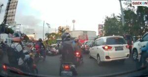 Polisi Di Semarang Ini Banjir Kecaman, Usai Dorong Pengendara Motor Hingga Tersungkur