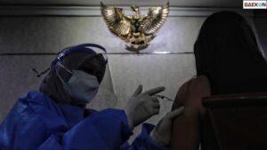 Pemerintah Akan Hentikan Vaksin Gratis Bagi Orang Kaya Mulai Tahun Depan
