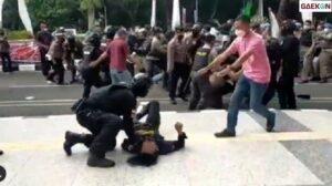 Viral Polisi Banting Mahasiswa Saat Demonstrasi, Kapolda Banten Minta Maaf